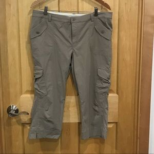 Lucy kaki Capri cargo athletic pants activewear